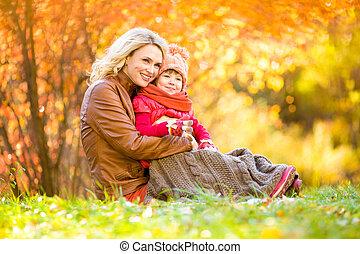 extérieur, mère, parc, automne, enfant, heureux