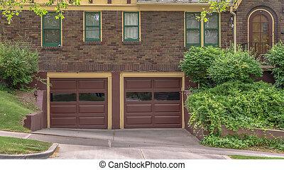 extérieur maison, verre, garage, voiture, deux, cadre, panorama, porte, mur brique, volets