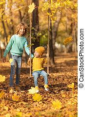 extérieur, parc, jouer, automne, enfants, heureux