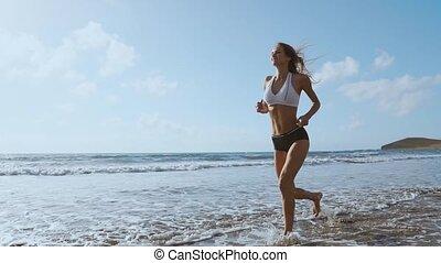 extérieur, plage., coureur, séance entraînement, jogging, courant, femme, fitness, femme, pendant, modèle, outdoors.
