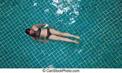 extérieur, pool., femme, lifestyle., sommet, natation, sain...