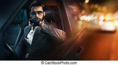 extérieur, portrait, de, mode, conduite homme, a, voiture