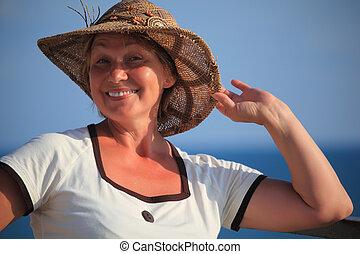 extérieur, portrait, middleaged, femme, chapeau