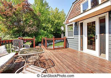 exterior casa, com, grande, abertos, convés, com, ao ar livre, furniture.
