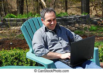 exterior, computadora, hombre
