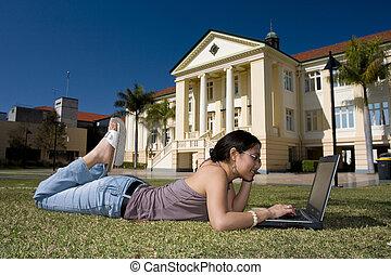 exterior, estudante universitário, trabalhando
