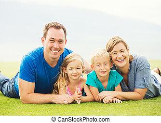 exterior, familia , feliz