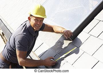 exterior, lar, roofer, trabalhando, novo