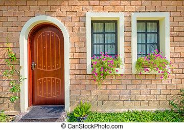 exterior, y, puerta principal, de, un, hermoso, viejo, casa