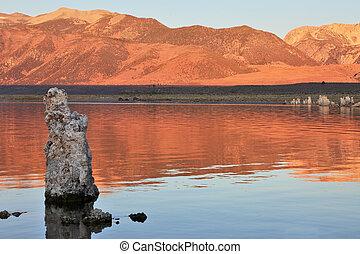 extrêmement, beau, paysage., lac mono, sur, a, coucher soleil