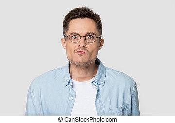 eyeglasses, сердитый, ищу, камера, человек, смущенный, headshot