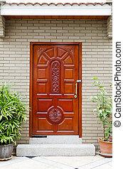 fából való, bejárati ajtó