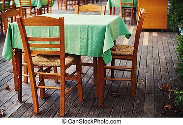 fából való, elnökké választ, asztal
