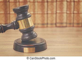 fából való, törvény, árverezői kalapács
