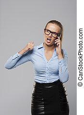 fâché, cris, mobile, femme affaires, téléphone