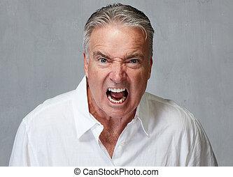 fâché, homme aîné