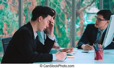 fâché, personne, groupe, conflit, travail, problème, réunion, business