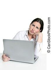 fâché, triste, percé, femme, ordinateur portatif