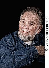 fâché, vieil homme