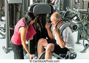 fälliger mann, trainieren, mit, persönlicher trainer