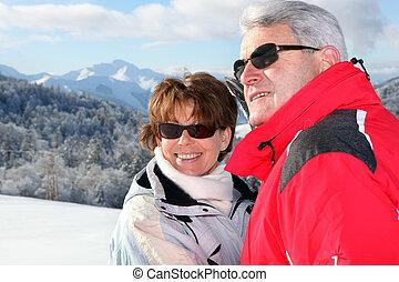 fälliges ehepaar, auf, a, fahren feiertag schi
