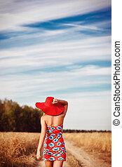 fält, flicka, klänning, röd hatt