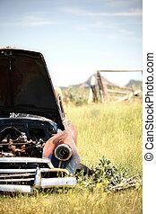 fält, uppgiven bil