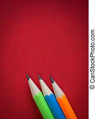 färgrik, blyertspenna, placera, på, röd, läder, bokpärm