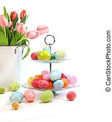 färgrik, påsk eggar, med, rosa, tulpaner, vita