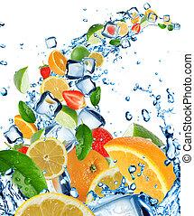 färska frukter, in, vatten, plaska