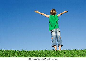 fé, feliz, criança, com, braços levantaram