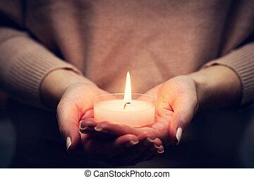 fé, luz, mulher, orando, religião, glowing, vela, hands.