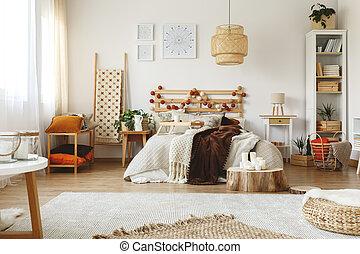 fényes, kényelmes, hálószoba