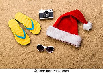 fényképezőgép., lepottyant, megfricskáz, napszemüveg, szandál, szent, pár, kalap
