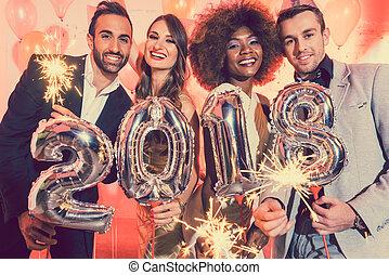 férfiak és nők, misét celebráló, a, újév, 2018