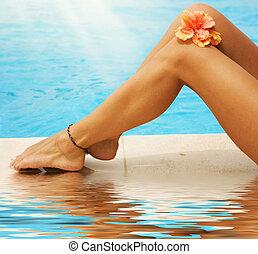 férias, concept., pernas, em, a, piscina