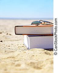 férias, praia, com, livros, em, areia