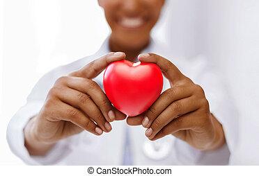 fêmea africana, doutor, com, coração vermelho