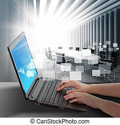 fêmea passa, digitando, ligado, um, laptop
