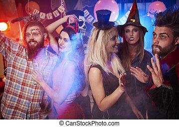 fête, intérieur, halloween, amis, mieux