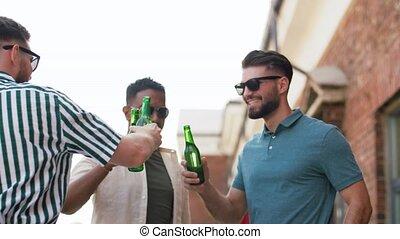 fête, mâle, boire, bière, amis, toit, heureux