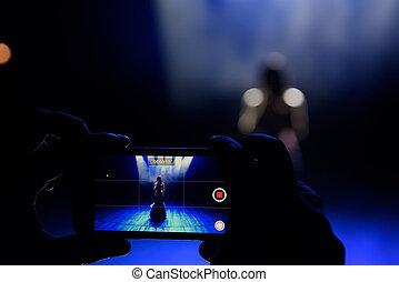 fête, smartphone, concert, festival, photo, prendre, disques, vivant, facebook, luxe, mains, musique, étape