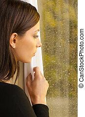 fönster, ung, se, tankfull, genom, fönster, kvinnor