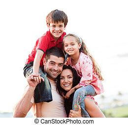 föräldrar, barn, ge sig, ritt, på ryggen