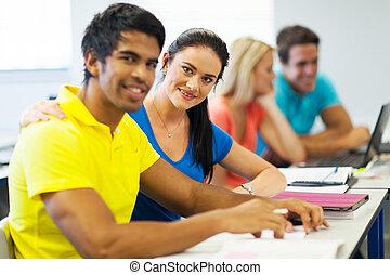 Föreläsning, universitet, vänner, rum