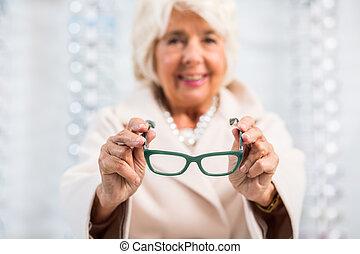 försökande, glasögon, äldre kvinna