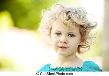 förtjusande, liten flicka, tagen, närbild, utomhus, in,...