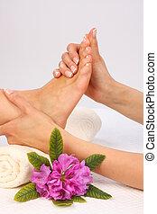 fötter, massera