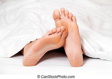 fötter, säng