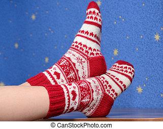 füße, mit, weihnachten, struempfe, auf, der, buero, hause